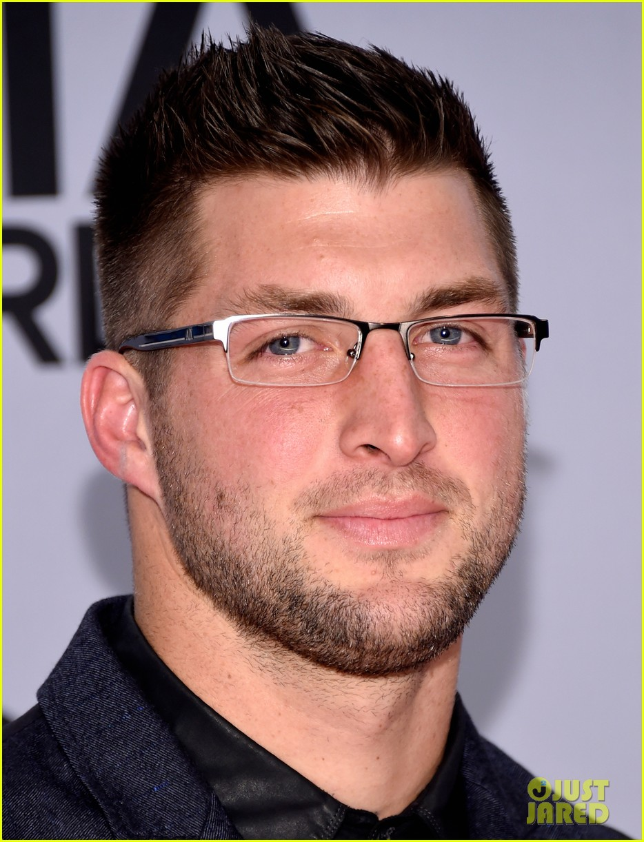 Groovy Tim Tebow Looks So Cute In Glasses At The Cma Awards 2014 Photo Short Hairstyles For Black Women Fulllsitofus