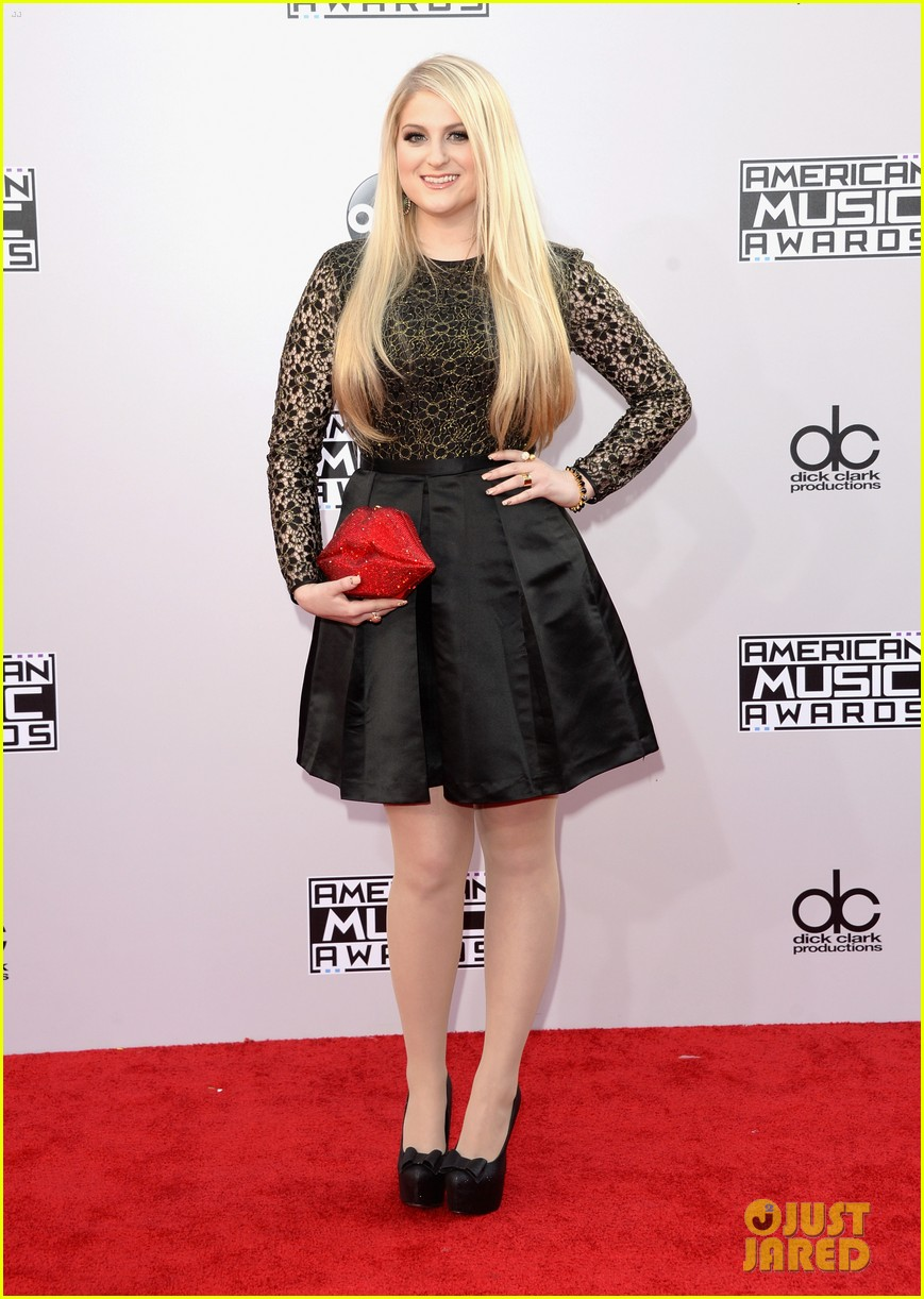 Meghan trainor goes lovely in lace for amas 2014 red carpet photo