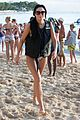 simon cowell takes selfies with fans on the beach 01