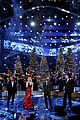 the voice judges perform christmas song for season finale 03