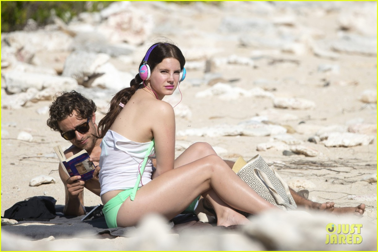 Lana Del Rey & Shirtless Francesco Carrozzini Continue