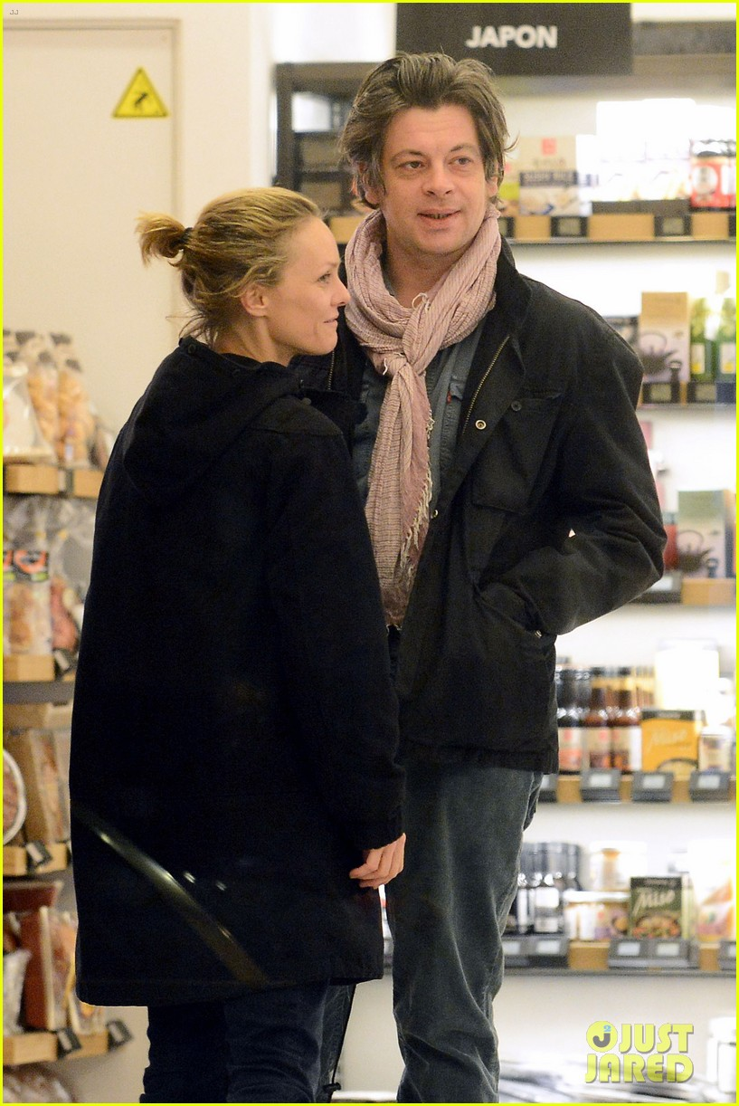 paradis dating site In may 2014, at a chanel show in dubaï , vanessa paradis confirmed her relationship with french singer benjamin biolay they broke up in may 2015 in november 2016, she began dating samuel benchetrit, who.