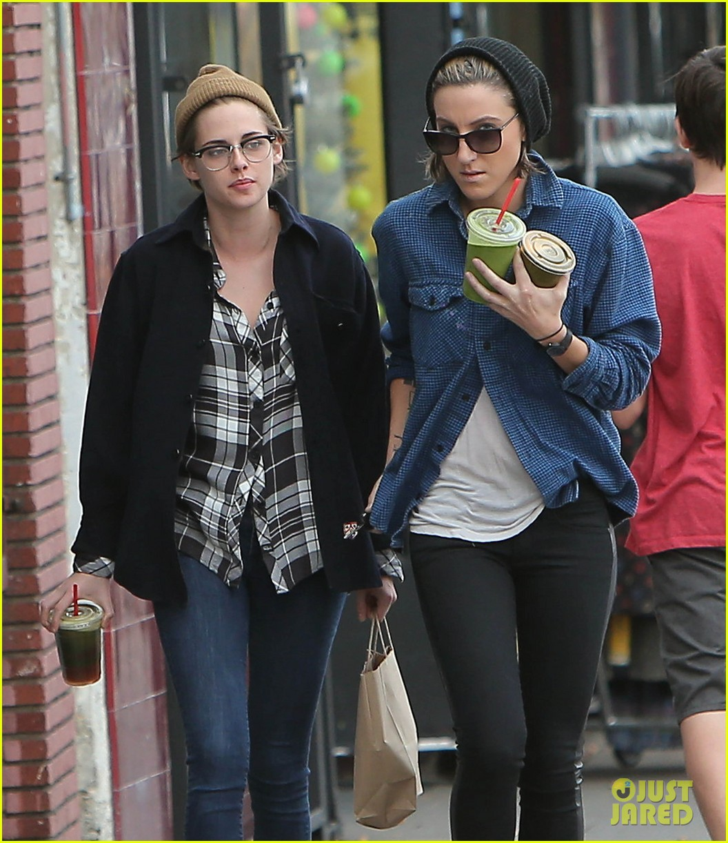 kristen stewart spends christmas eve with bff alicia cargile 083268029
