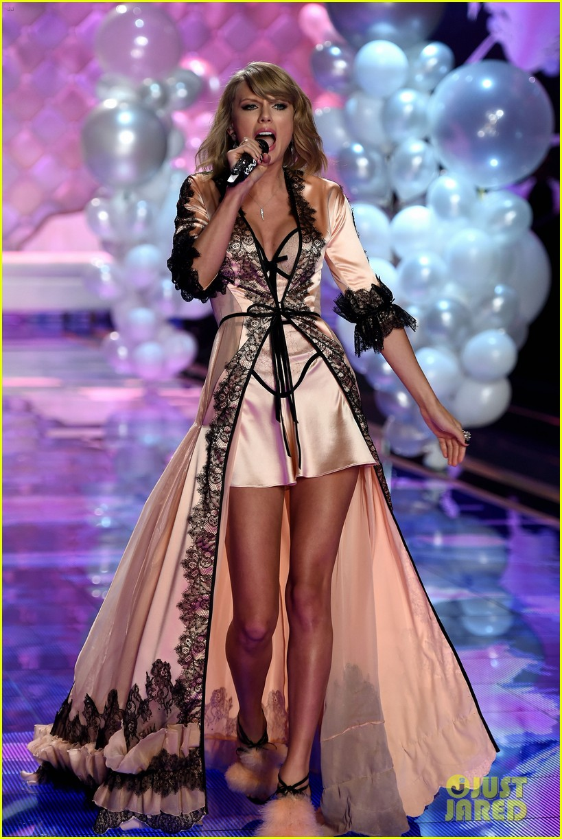 Taylor Swift Performs 39 Style 39 For First Time On Tv Watch Now Photo 3258712 2014 Victoria 39 S