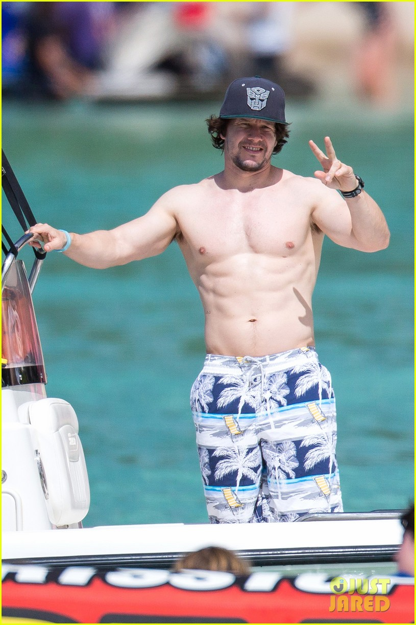 Full Sized Photo of mark wahlberg shows off ripped ... Mark Wahlberg