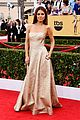 maria menounos goes gold for sag awards 2015 red carpet 25