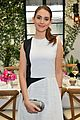 michelle monaghan has stylish moment before golden globes 16