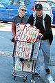 naomi watts liev schrieber whole foods shopping 04
