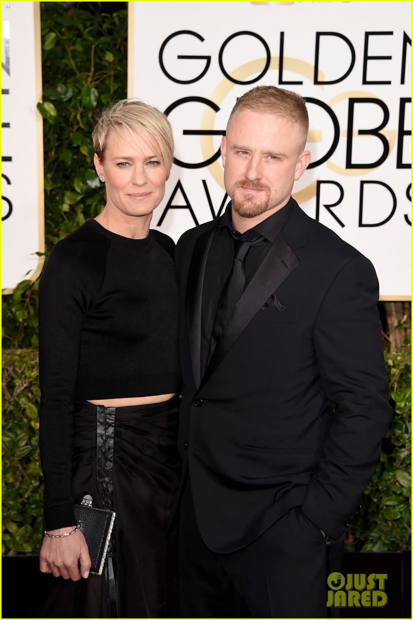 http://cdn04.cdn.justjared.com/wp-content/uploads/2015/01/wright-globes/robin-wright-ben-foster-are-back-on-at-golden-globes-2015-05.jpg