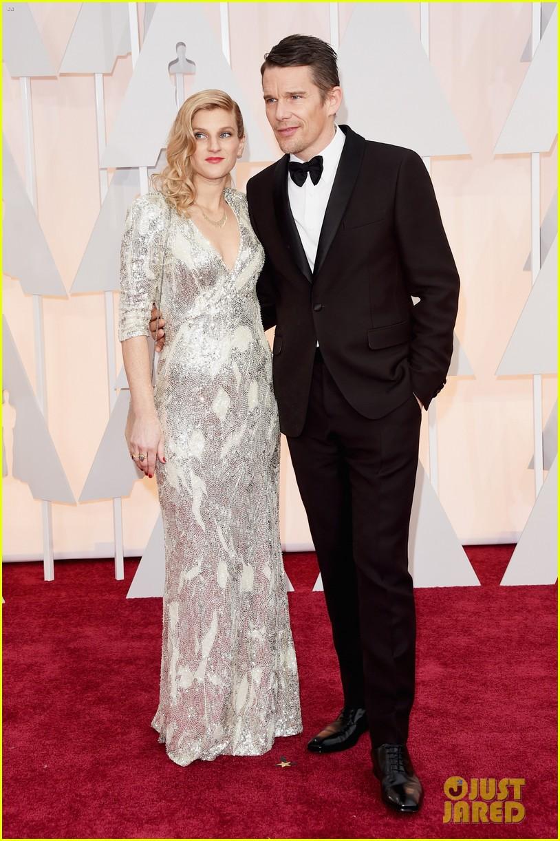 Ethan Hawke & Wife Ryan Hit Oscars 2015 Red Carpet ...