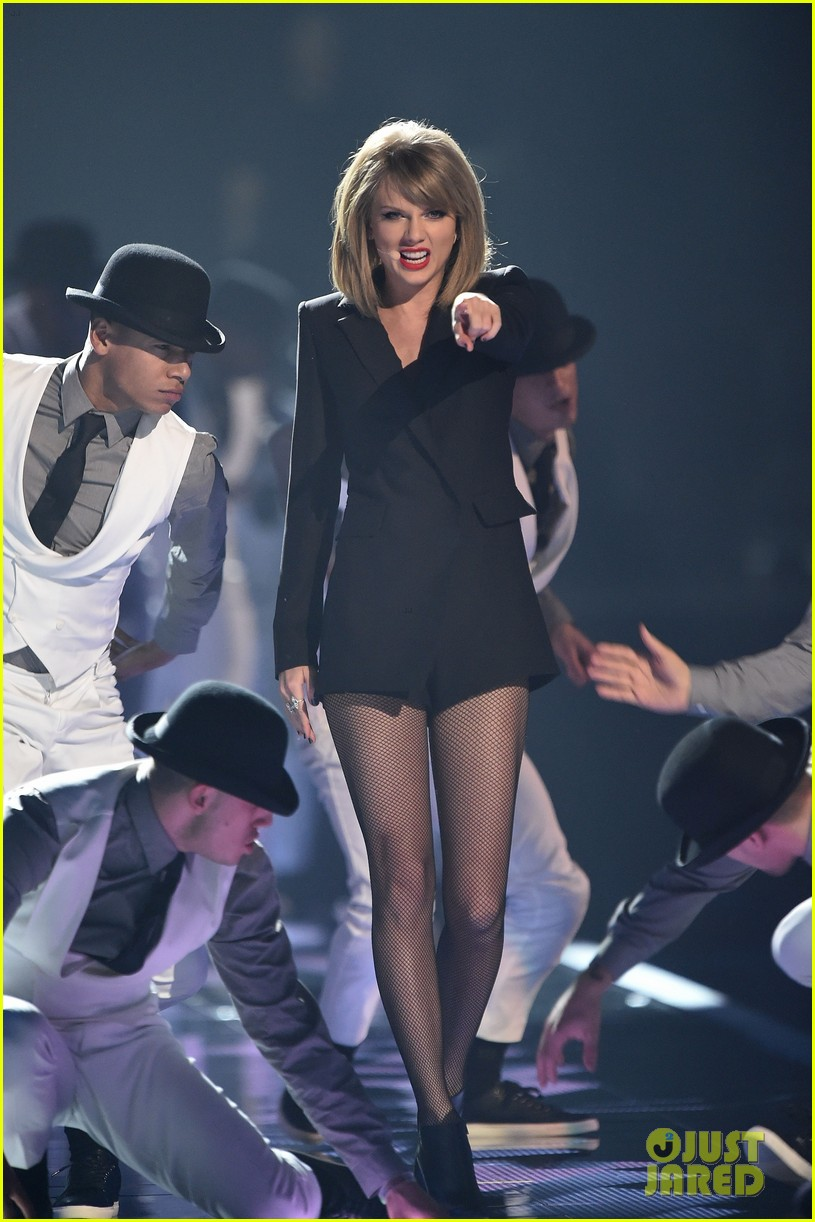 taylor swift brit awards 2015 performance 09