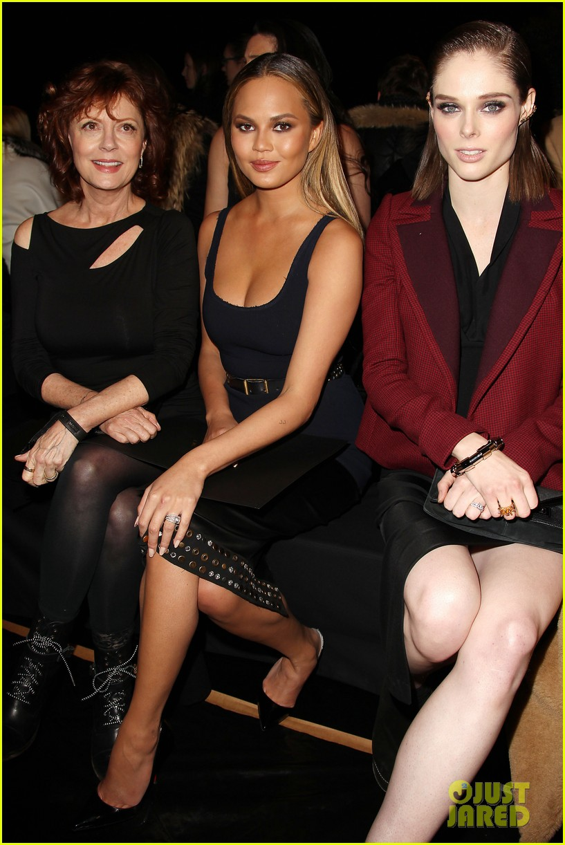 chrissy teigen gets in between susan sarandon coco rocha at donna 143305969
