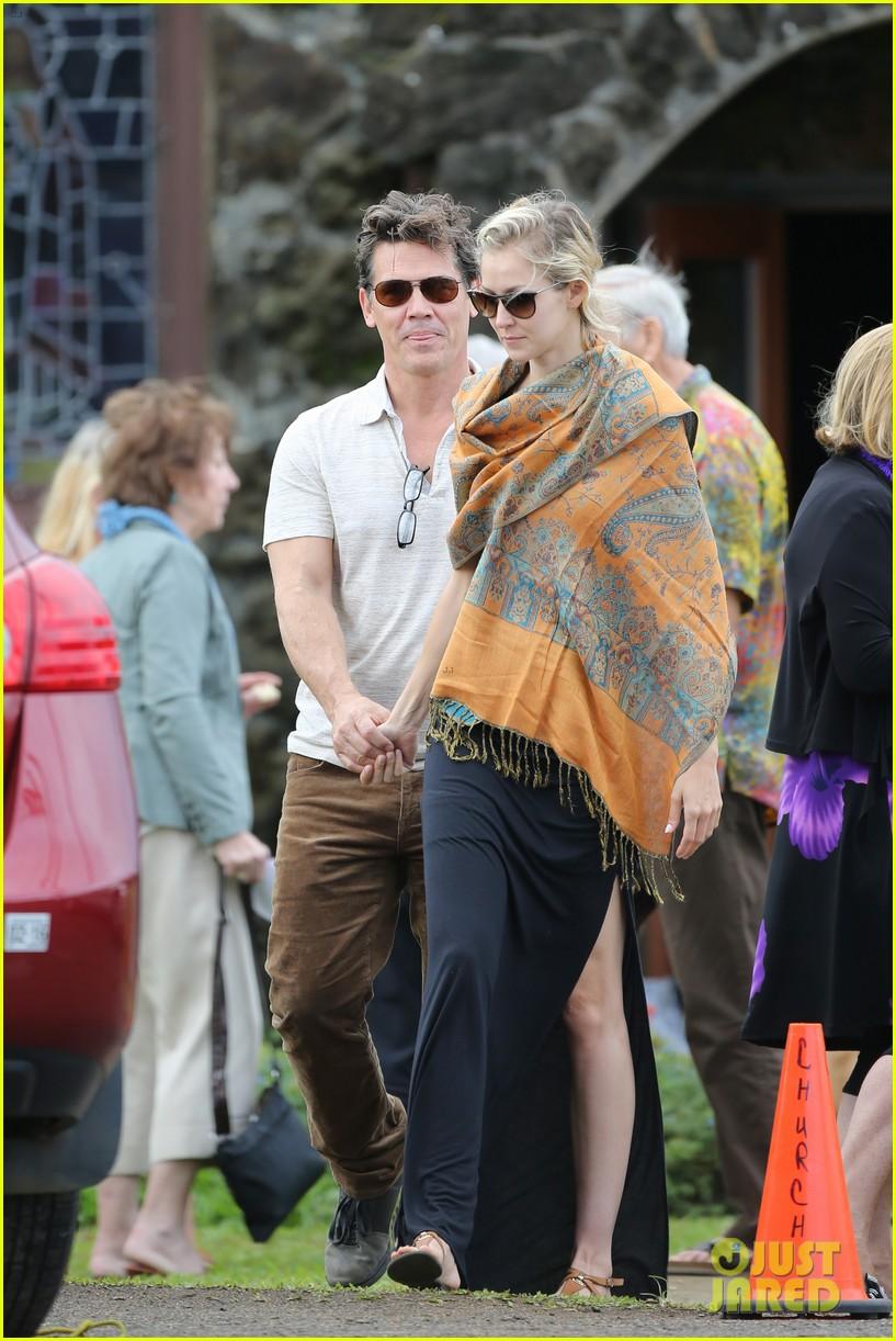 josh brolin girlfriend kathryn boyd hold hands for church date 053329229