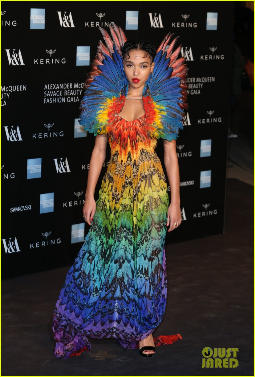 FKA Twigs Goes Colorful & Kate Moss Goes Sheer For 'Alexander McQueen: Savage Beauty' Gala: Photo 3324462   FKA Twigs, Jamie Hince, Kate Moss, ...