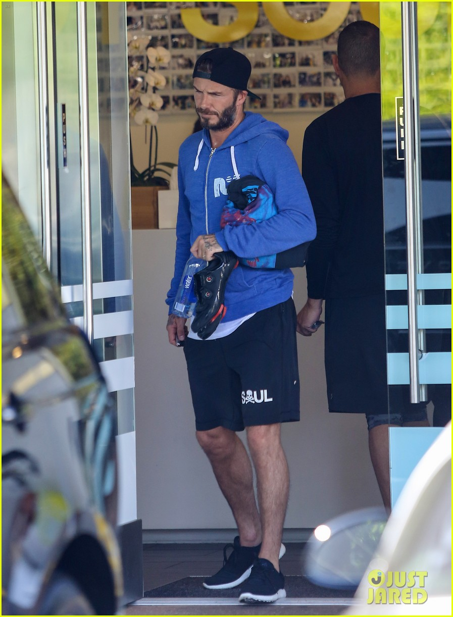 David beckham 39 s shirt turns see through from sweat photo for How to not sweat through a shirt
