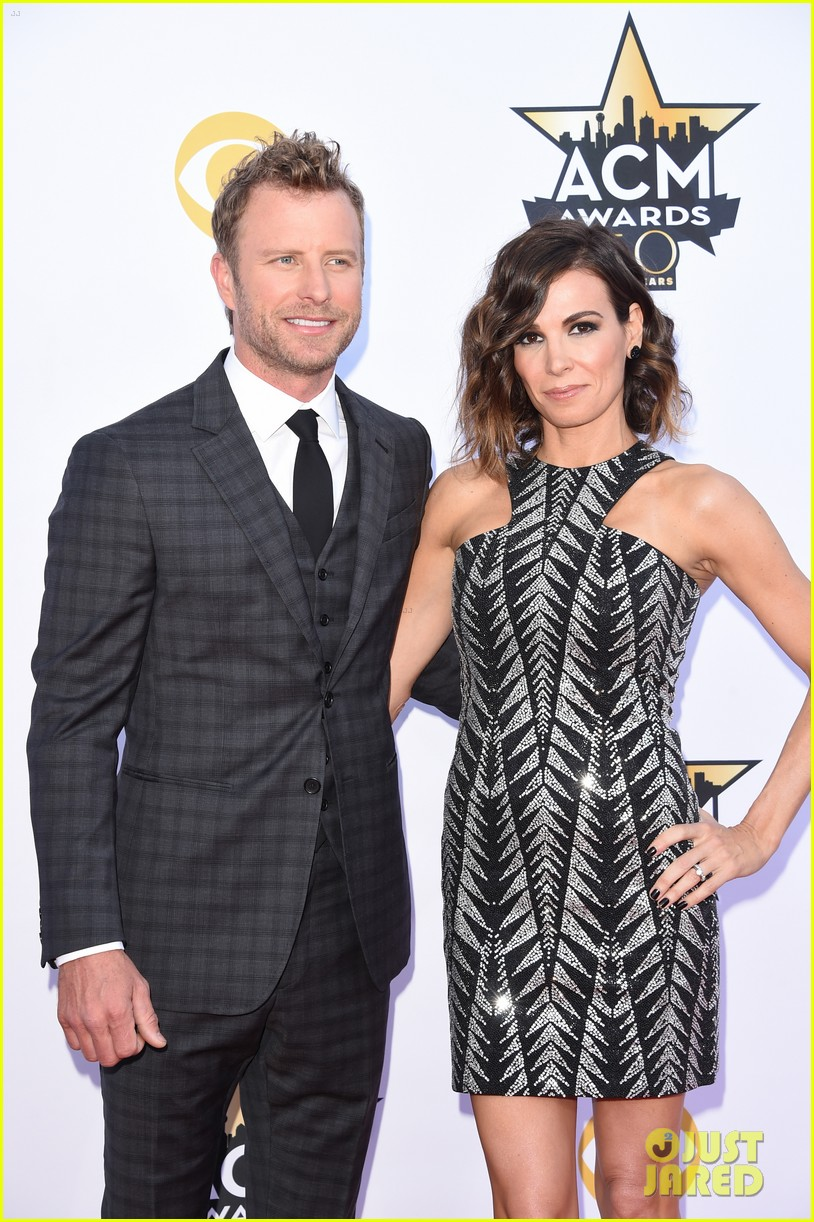 2016 04 03 acm awards 2016 dierks bentley cassidy black red carpet. Cars Review. Best American Auto & Cars Review