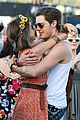 sarah hyland dominic cooper make out at coachella 01