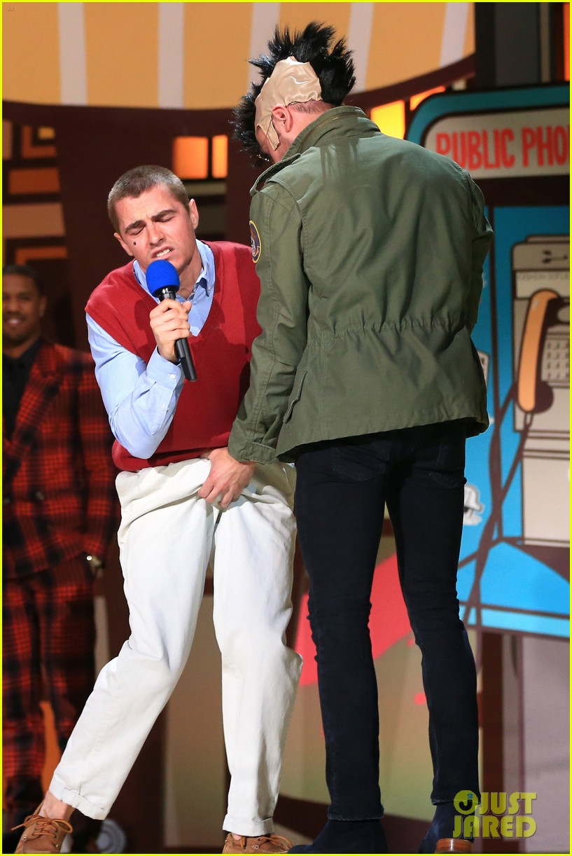 Shirtless Zac Efron Grabs Dave Franco's Crotch at MTV Movie Awards 2015!