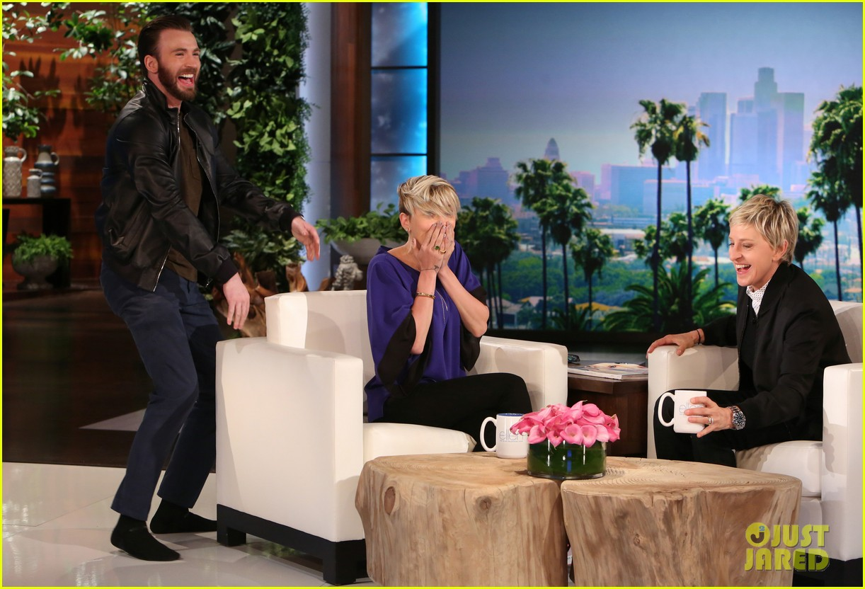 Franchise Marvel/Disney #3 Chris-evans-scares-scarlett-johansson-on-ellen-04