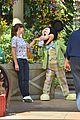 jennifer garner meets mickey mouse at disneyland 04
