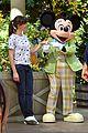 jennifer garner meets mickey mouse at disneyland 07