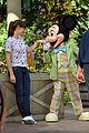jennifer garner meets mickey mouse at disneyland 09