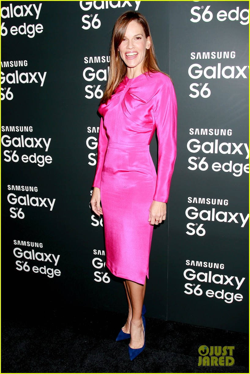 gigi hadid amp hilary swank be e gal pals at samsung event photo