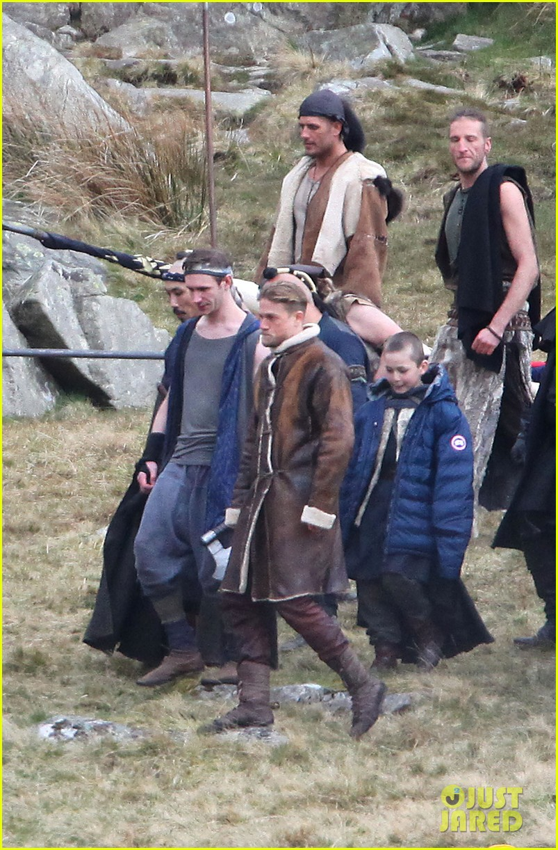 charlie hunnam as king arthur first on set photos photo