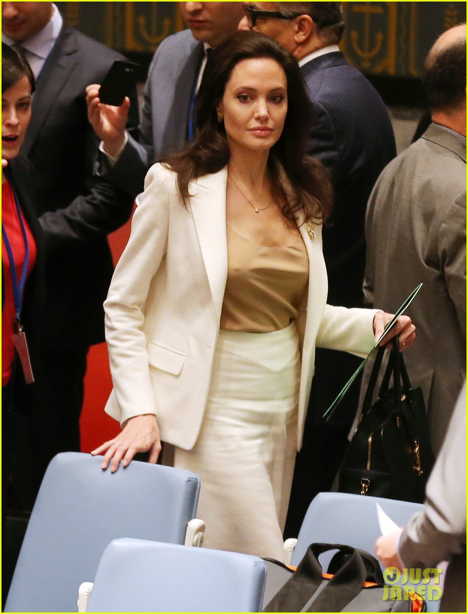 Jolie brings her nip show to the UN - Page 3 - Female