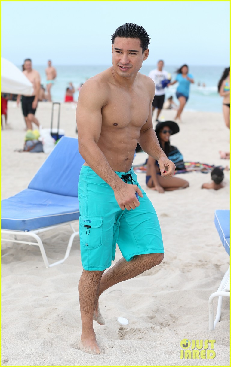mario lopez gets shirtless at the beach 03