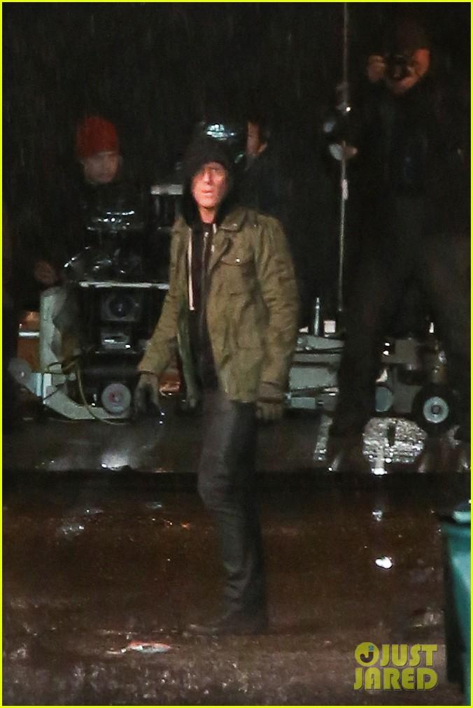 Full Sized Photo of ryan reynolds gets down dirty on ... Ryan Reynolds