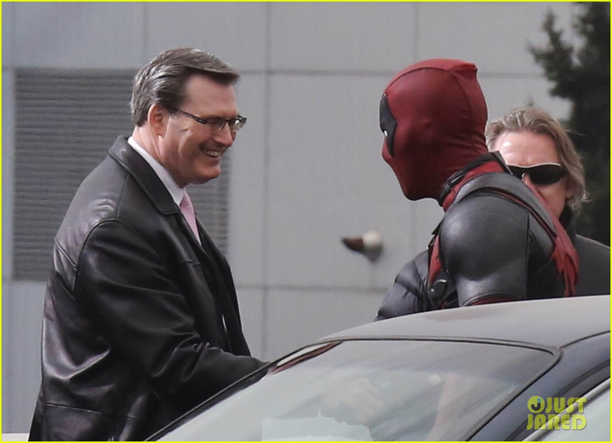 http://cdn04.cdn.justjared.com/wp-content/uploads/2015/04/reynolds-set/ryan-reynolds-films-some-deadpool-scenes-12.jpg