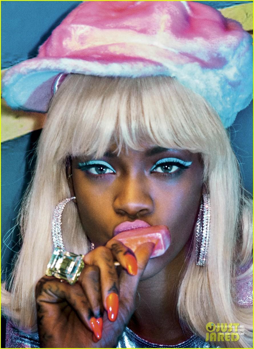 Rihanna posó para V MAGAZINE. Rihanna-v-magazine-cover-04