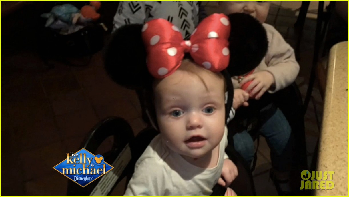 Christina en tv show kelly and Michael (Disneyland) + entrevista y foto de Summer Christina-aguilera-shares-cutest-photos-of-summer-rain-at-disneyland-01