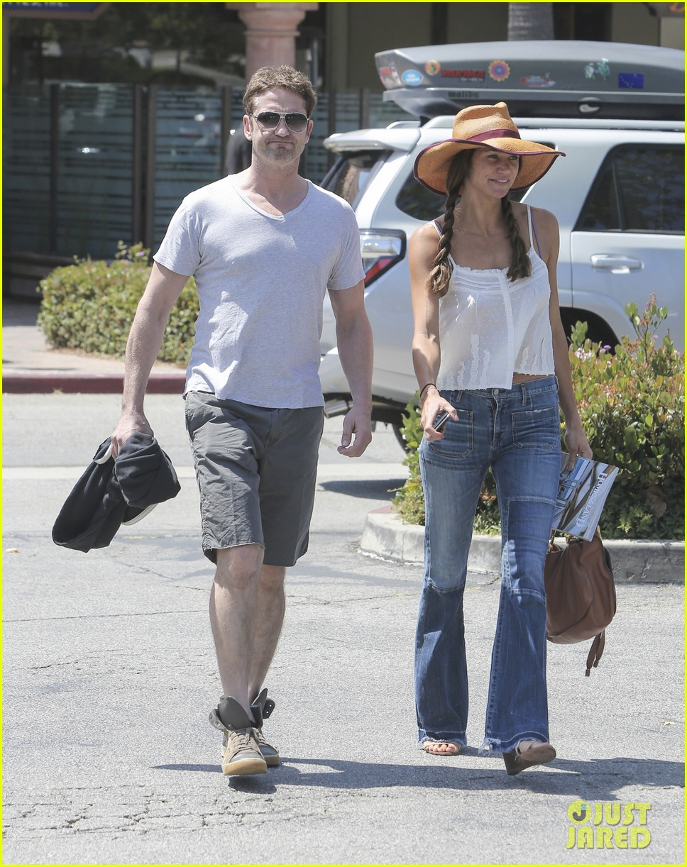Full Sized Photo of gerard butler packs on pda with ... Gerard Butler