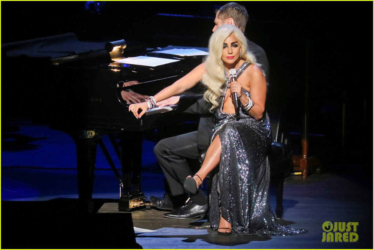 Lady Gaga Wears 7 Outfits On Stage for 'Cheek to Cheek ... Lady Gaga Tour