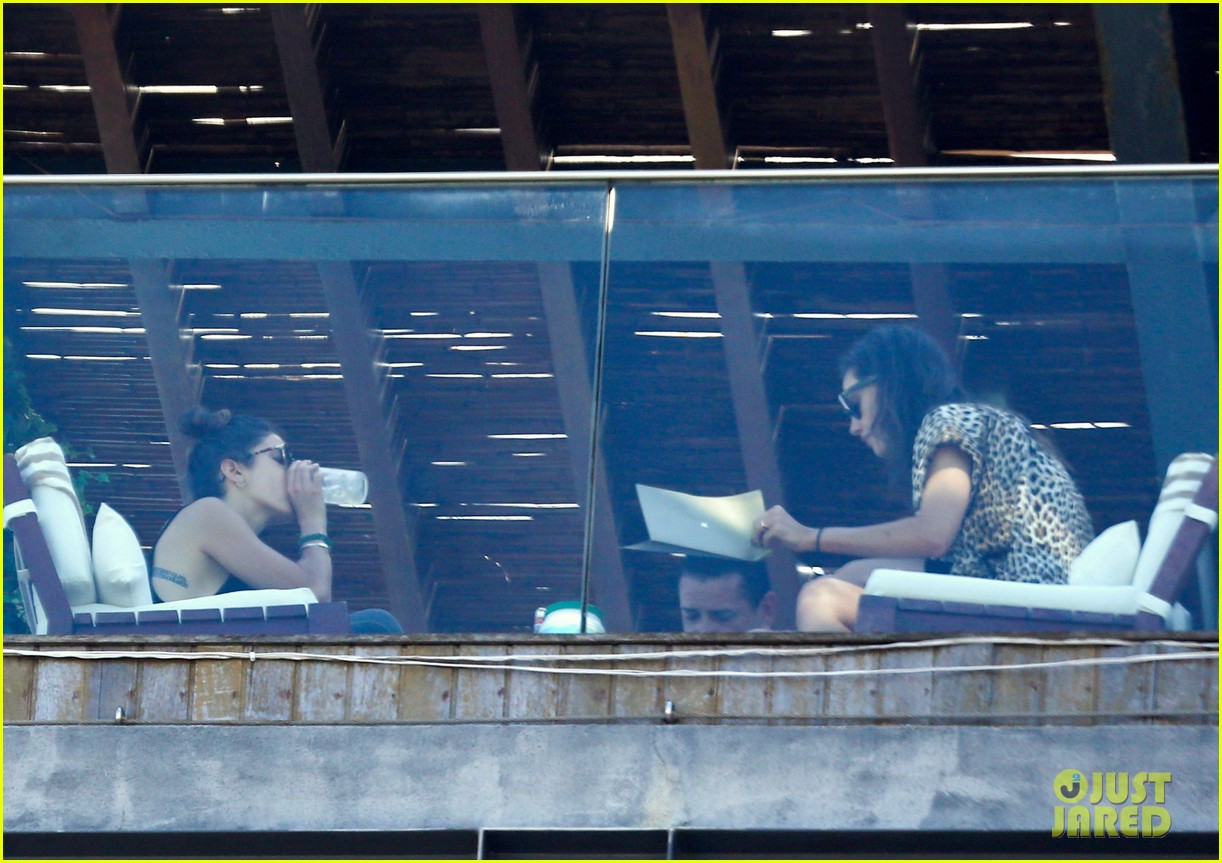 nikki reed phoebe tonkin have a girls day out in rio 163361042