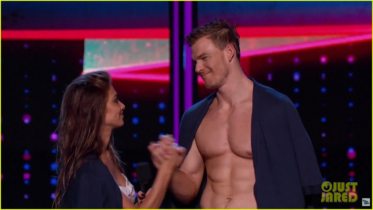 alan ritchson goes shirtless for i can do that aerial dance 11