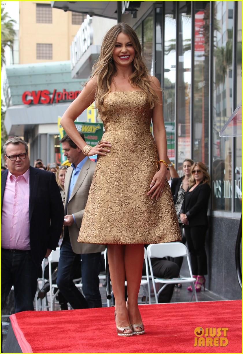 Sofia Vergara y su estrella en el paseo de la fama!  Sofia-vergara-hollywood-walk-of-fame-01