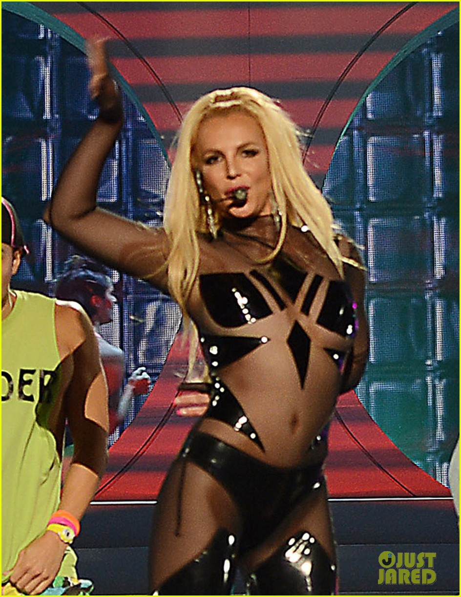 britney spears iggy azalea pretty girls billboard awards 04