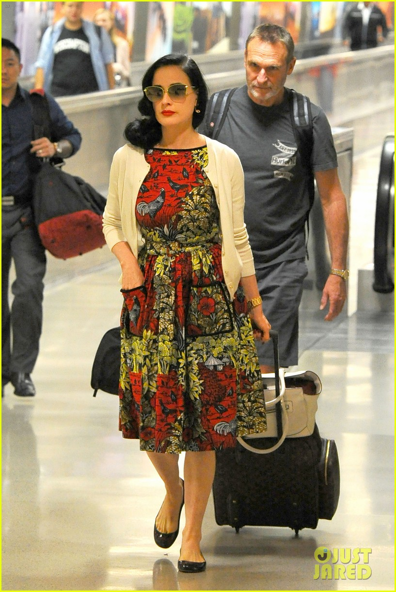 5c15b34cc608 Dita Von Teese Returns to LAX in Same Dress She Left Wearing!  Photo  3393352
