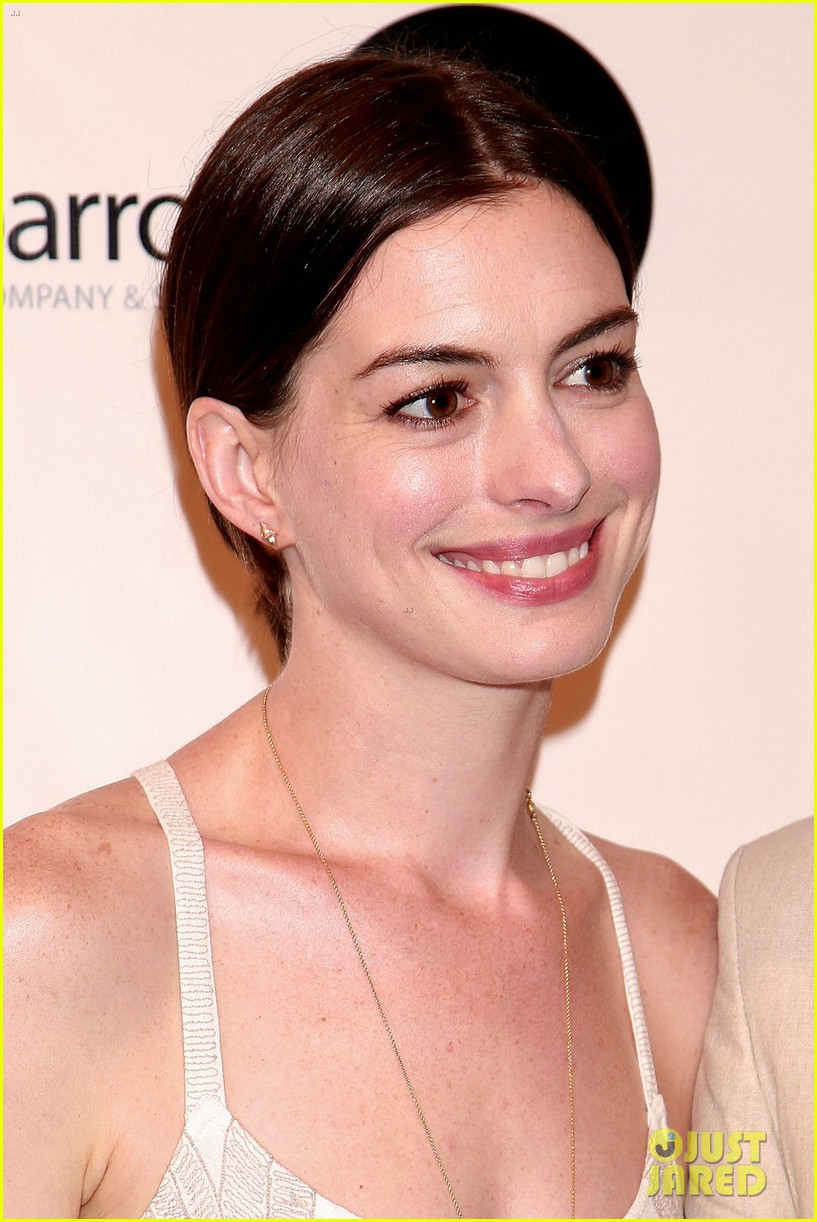Anne Hathaway Supports Seth Barrish at \'An Actor\'s Companion\' Book ...