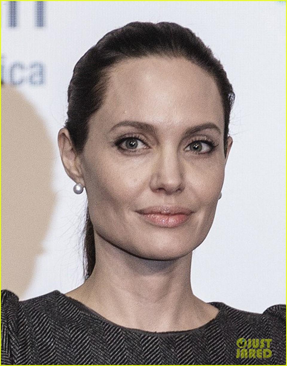 Angelina Jolie - Magazine cover