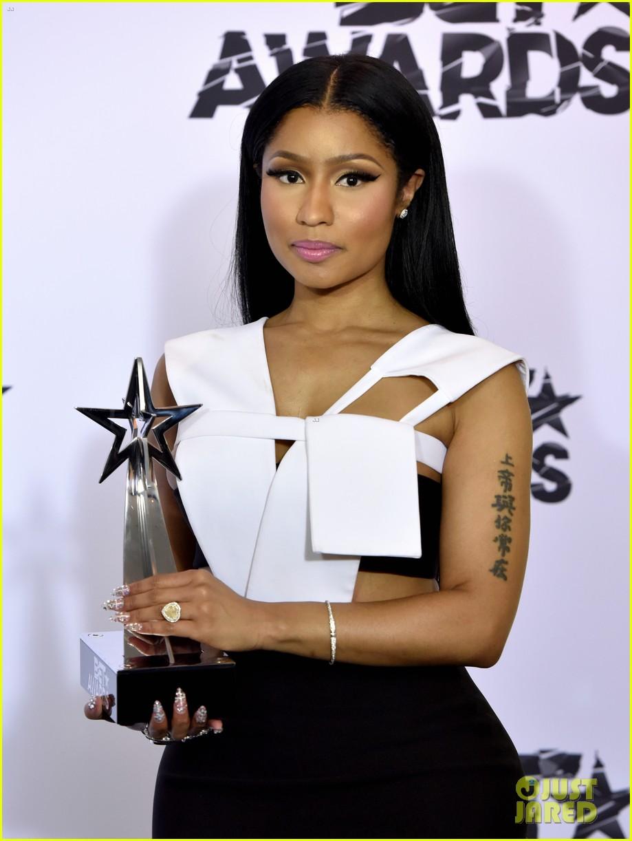 nicki minaj didnt know which award she won bet awards 2015 033403927
