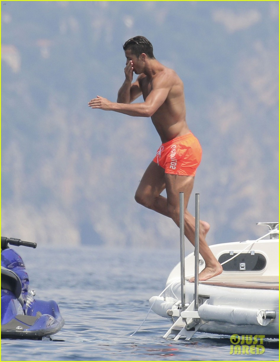 cristiano ronaldo bares hot shirtless body again in monaco 03