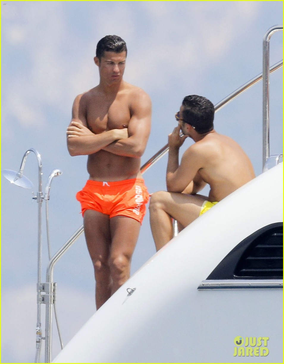 cristiano ronaldo bares hot shirtless body again in monaco 04