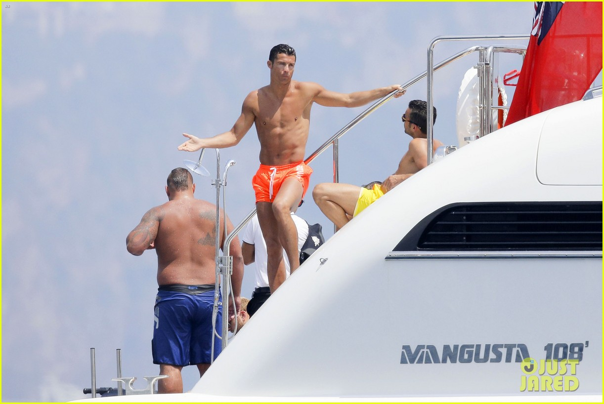 cristiano ronaldo bares hot shirtless body again in monaco 08