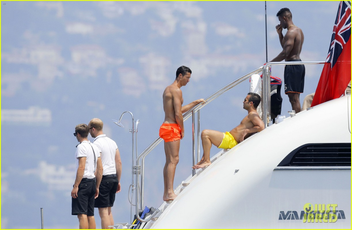 cristiano ronaldo bares hot shirtless body again in monaco 09