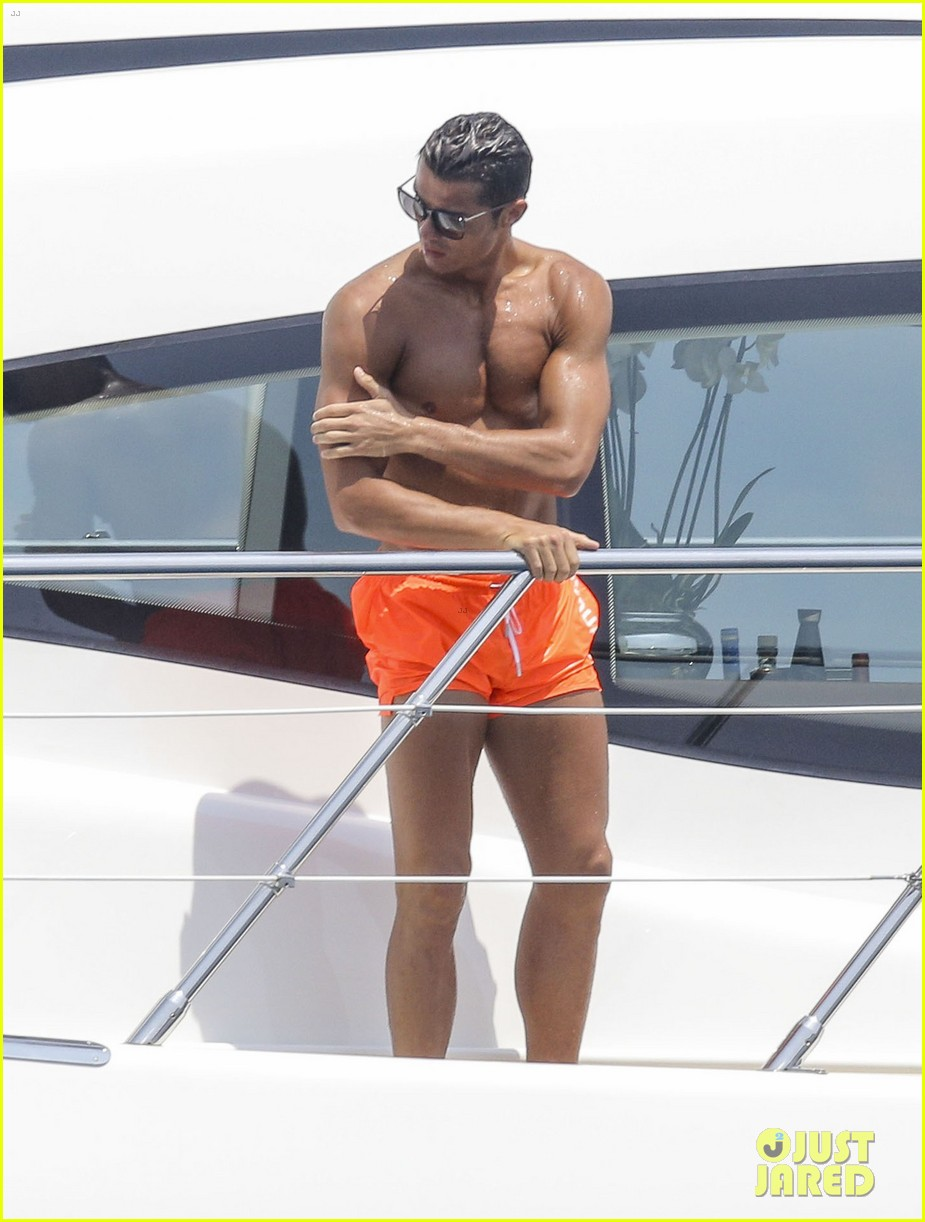 cristiano ronaldo bares hot shirtless body again in monaco 16