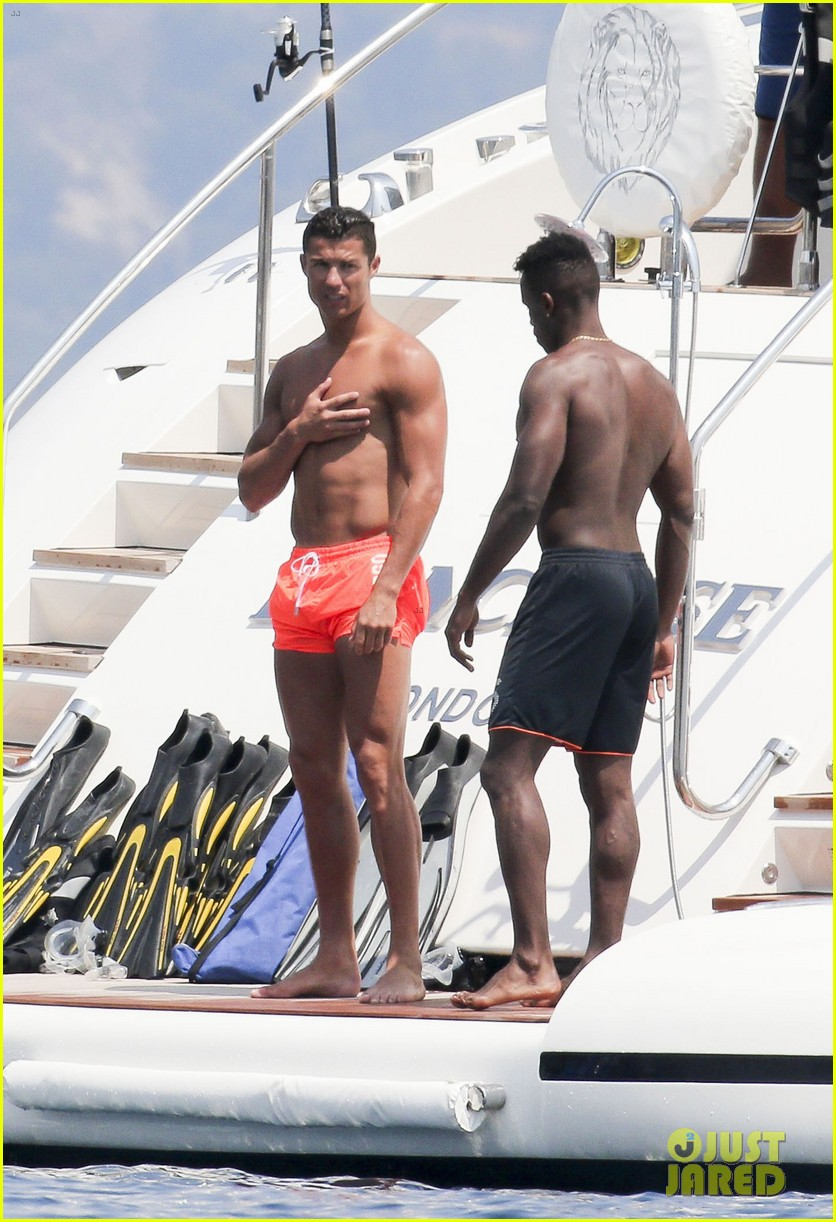 cristiano ronaldo bares hot shirtless body again in monaco 31